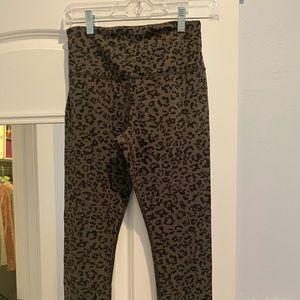 Athleta cheetah print leggings